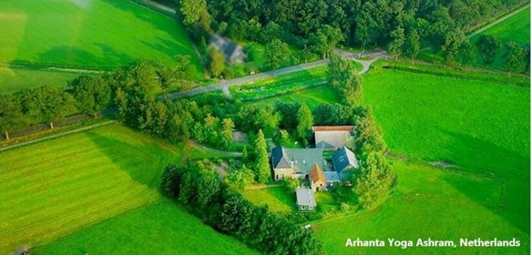 Arhanta Yoga Ashram Niederlande light comp 768x369